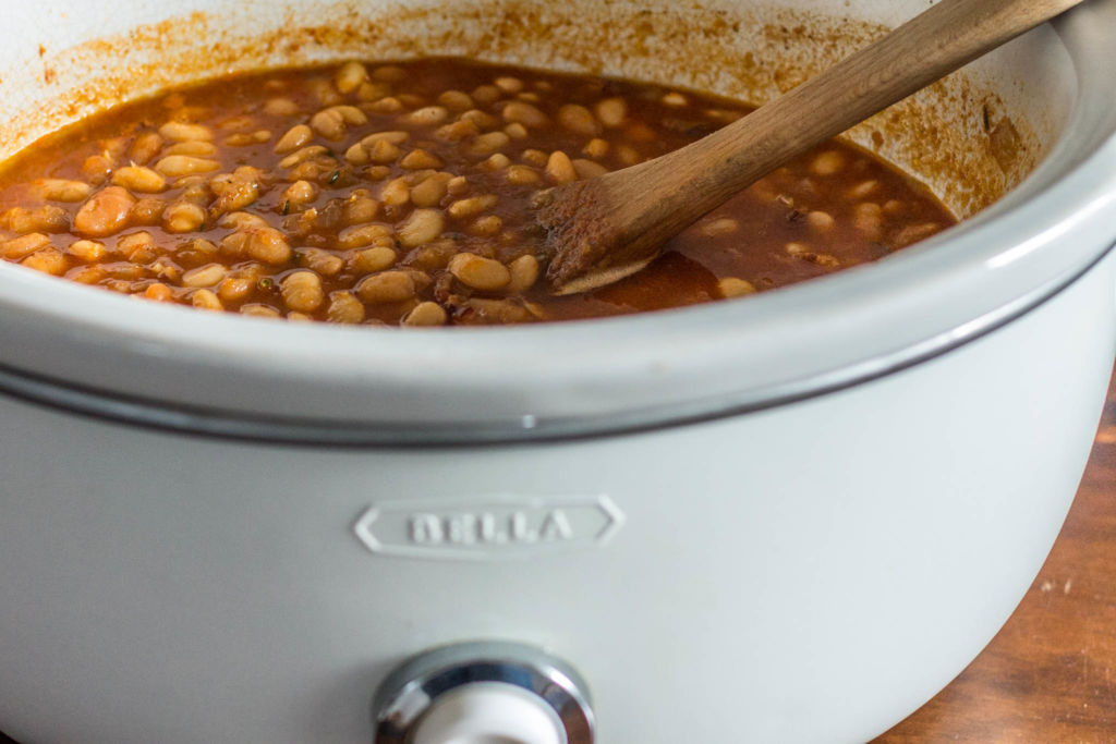 slow cooker chipotle maple baked beans