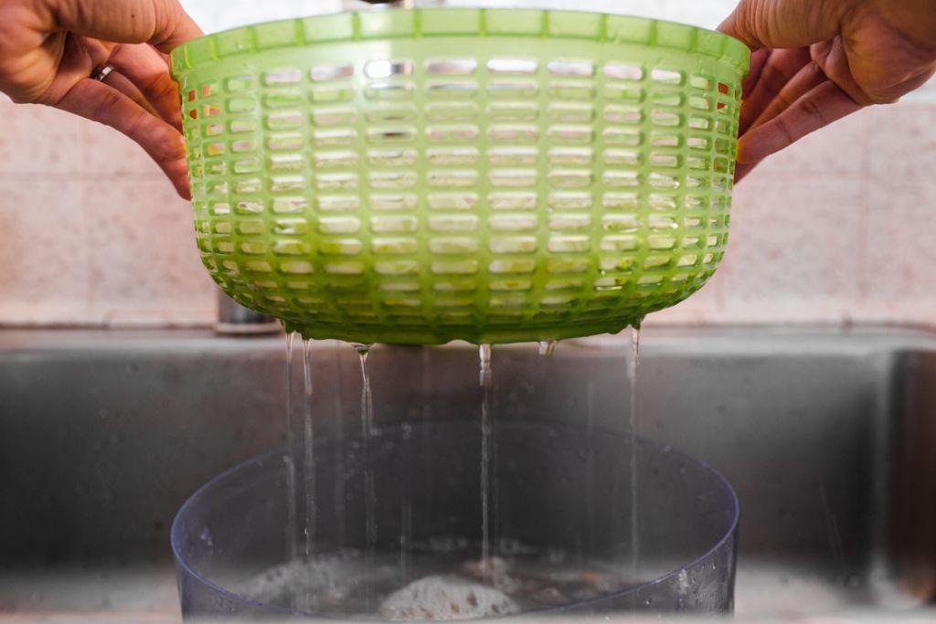 draining washed leeks